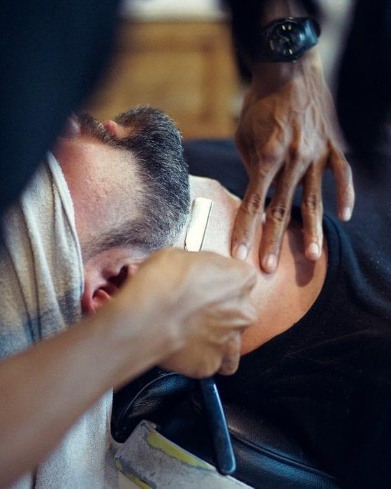 afeitarse con navaja