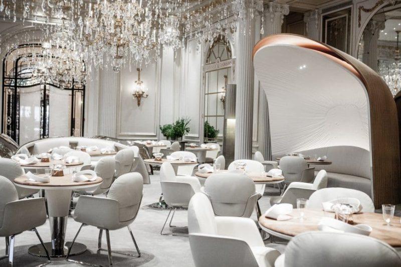 otro punto de vista de la sala del restaurante alain ducasse au plaza athenee